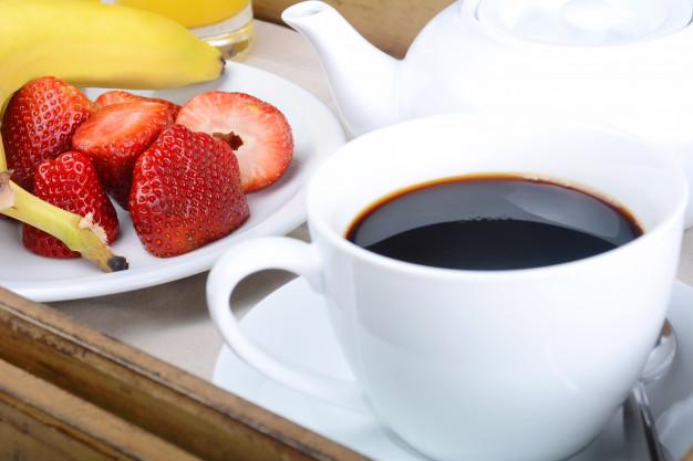Pular café da manhã aumenta o risco de infarto em homens, diz estudo